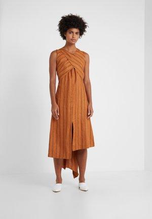 JADEE - Długa sukienka - camel