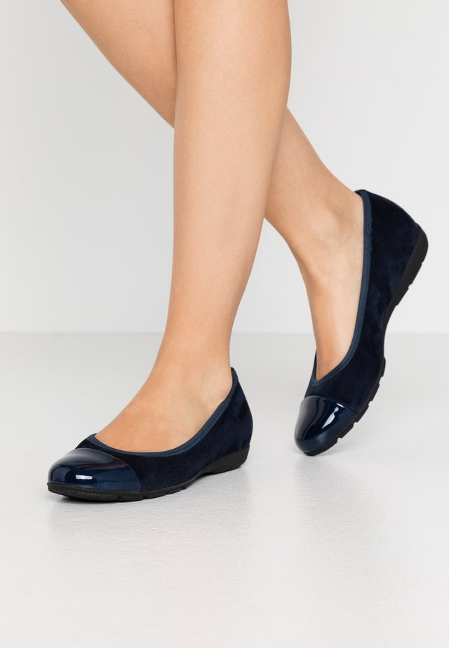 Ballet pumps - river