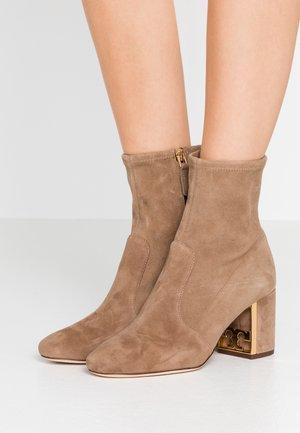 GIGI BOOTIE - Classic ankle boots - river rock
