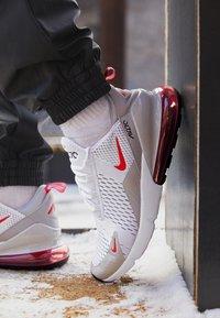 Nike Sportswear - AIR MAX 270 - Zapatillas - white/light fusion red/grey fog/black - 2