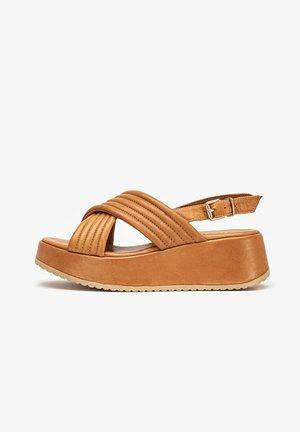 Sandały na koturnie - coconut ccn