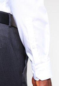 Seidensticker - MODERN KENT X SLIM - Zakelijk overhemd - weiss - 4