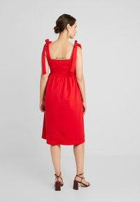 True Violet Maternity - PLUNGE BACK SKATER DRESS WITH BOW DETAIL - Sukienka z dżerseju - red - 3