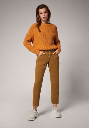 REGULAR: BOYFRIEND - Slim fit jeans - olive brown