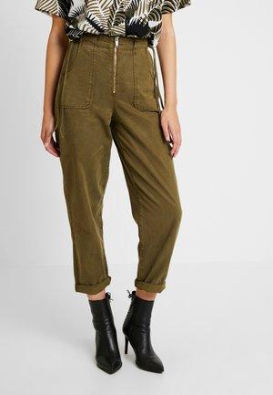 UTILITY POCKET TROUSER - Pantalones - khaki