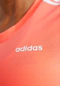 adidas Performance - ESSENTIALS 3 STRIPES DAMEN - Print T-shirt - semi coral/white - 5