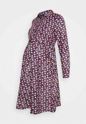 ANNE - Košilové šaty - red/dark blue