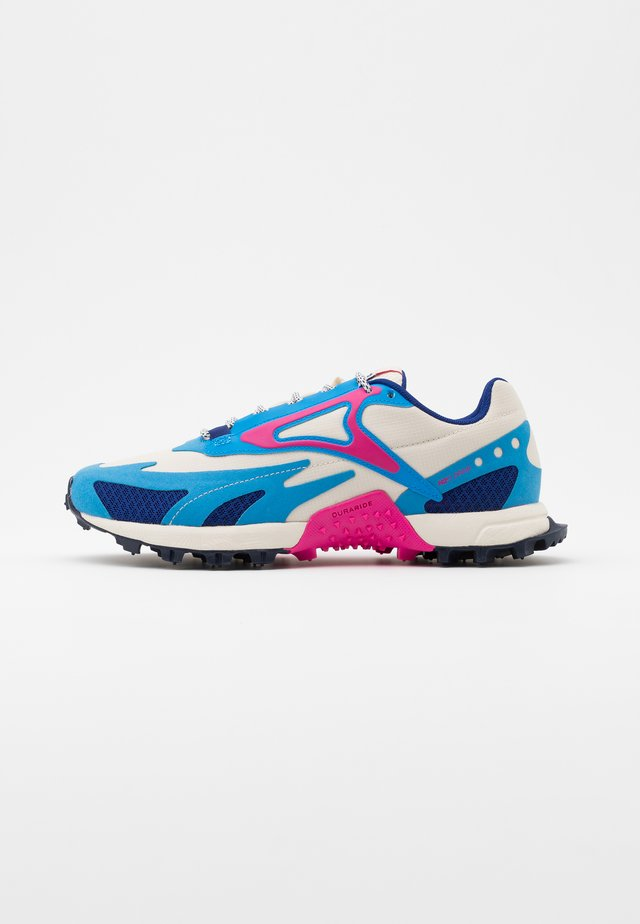 AT CRAZE 2.0 - Zapatillas de trail running - alabaster/pink/blue