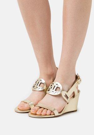 METALLIC AMILEA - Wedge sandals - pale gold