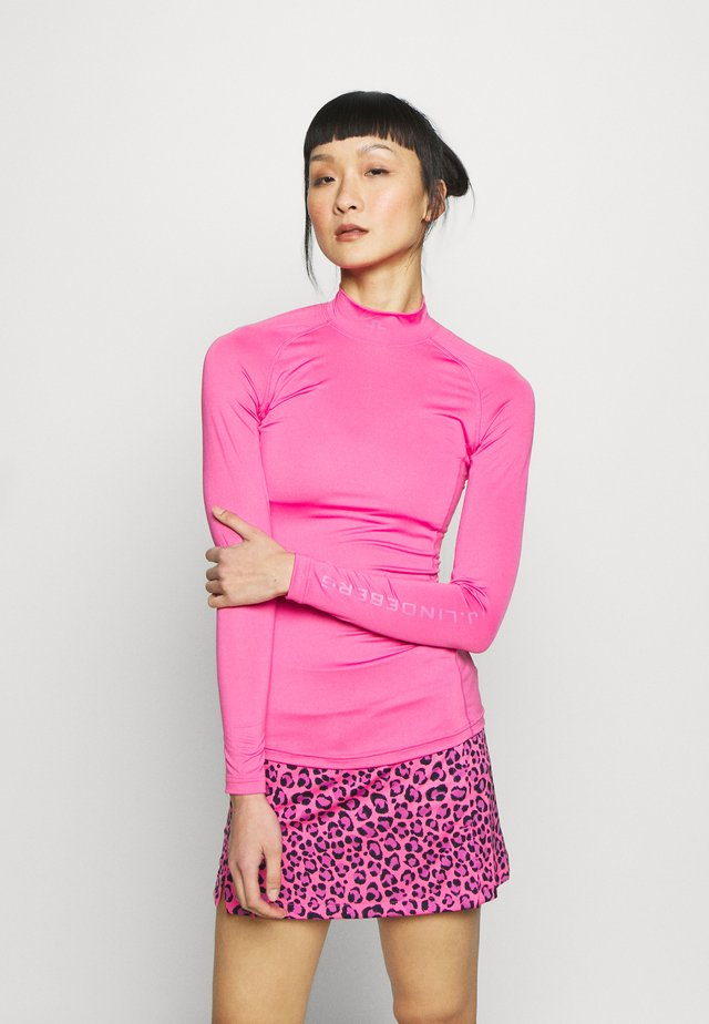 ÅSA SOFT COMPRESSION - Sports shirt - pop pink