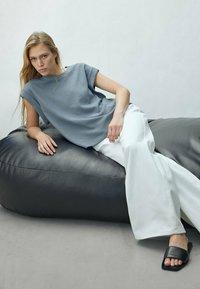 Massimo Dutti - Basic T-shirt - khaki - 2