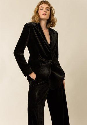 YUKKA WHIN - Trousers - black