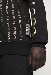 Versace Jeans Couture - Sudadera - black - 4