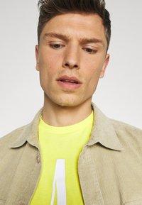 GAP - CORP LOGO  - T-shirts print - bright lemon meringue - 3