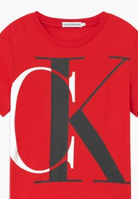 Calvin Klein Jeans - EXPLODED MONOGRAM - T-shirts med print - red - 2