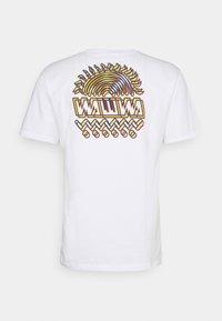 WAWWA - UNISEX SUNSPOTS - Print T-shirt - white - 7