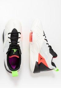 Jordan - ZOOM '92 - Sneakers alte - white/flash crimson/black/sail/electric green/hyper violet - 3