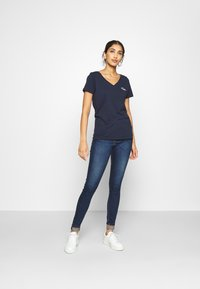 Tommy Jeans - CHEST SIGN OFF V NECK TEE - Basic T-shirt - twilight navy - 1