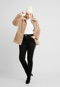 New Look Curves - ISLA PATCH POCKET - Lehká bunda - camel - 1