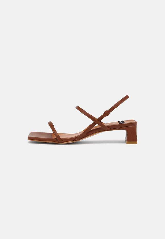 Sandalen - cuero16