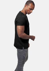 Urban Classics - Basic T-shirt - black - 2