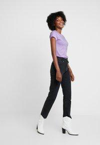 Neuw - SLIM TEE - Print T-shirt - lilac - 1