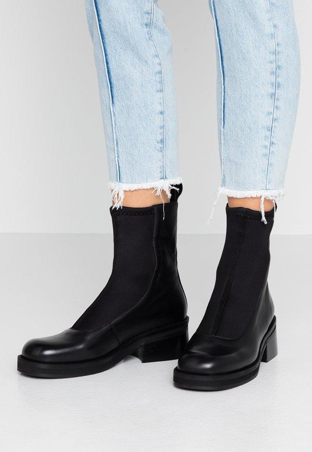 ABIGAIL - Kotníkové boty - black