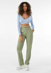 Bershka - Chino kalhoty - khaki - 1