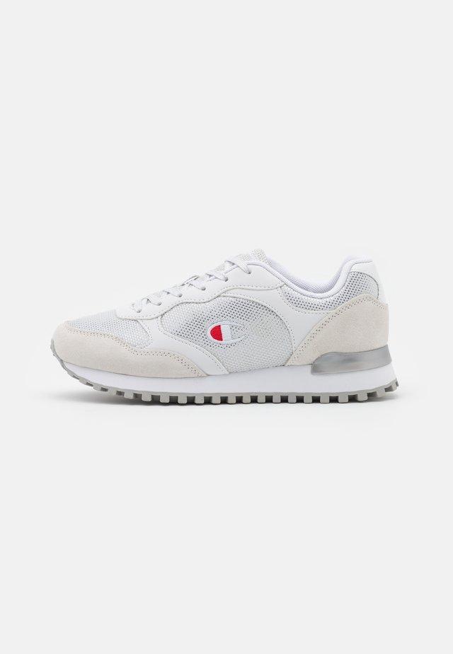 LOW CUT SHOE FEMME - Sports shoes - white
