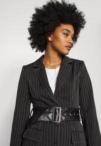 Missguided - PINSTRIPE DRESS - Denní šaty - black - 3
