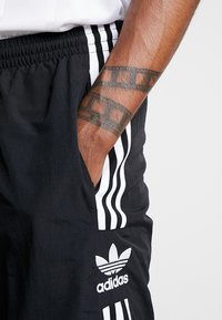 adidas Originals - LOCK UP - Träningsbyxor - black - 3