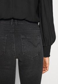 ONLY - ONLPAOLA LIFE  - Jeans Skinny Fit - dark grey denim - 6