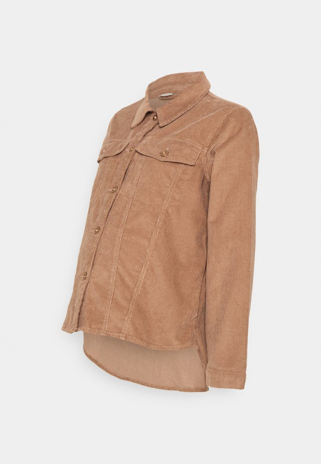 PCMPOLLY SHACKET - Overhemdblouse - warm taupe