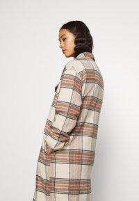 ONLY - ONLLOLLY LONG CHECK COAT - Klassisk frakke - whitecap gray - 3