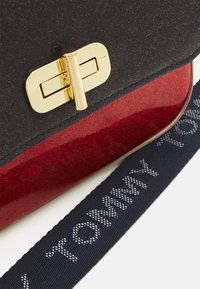 Tommy Hilfiger - MINI ME TURNLOCK - Across body bag - red - 3