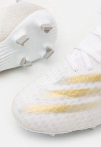 adidas Performance - X GHOSTED.3 FOOTBALL BOOTS FIRM GROUND - Moulded stud football boots - footwear white/metallic gold melange/silver metallic - 5