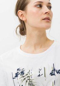 BRAX - CIRA - Print T-shirt - white - 3