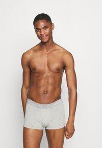 Calvin Klein Underwear - STRETCH LOW RISE TRUNK 5 PACK - Underkläder - black/grey/white - 3