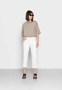 ARKET - CROPPED - Straight leg jeans - off white - 1
