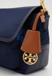 Tory Burch - PERRY CROSSBODY - Borsa a tracolla - royal navy - 3