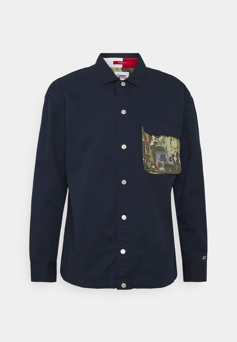 Tommy Jeans - MULTI POCKET CAMO - Shirt - twilight navy