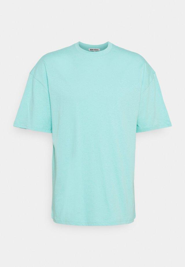 PUFFER FISH - T-shirts med print - aruba blue