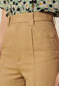 sandro - JUNIOR - Trousers - camel - 4
