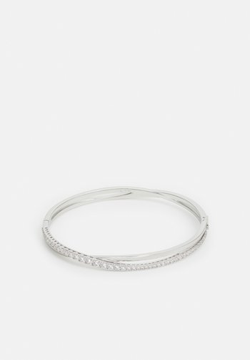 TWIST BANGLE ROWS