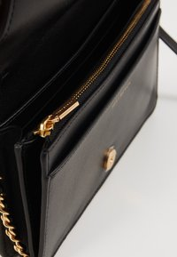 Tory Burch - FLEMING SOFT WALLET CROSSBODY - Across body bag - black - 4