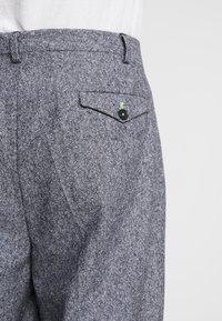 Twisted Tailor - DOORS TROUSER - Pantalones - blue - 5