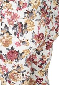 Zizzi - Slim fit jeans - white flower aop - 4