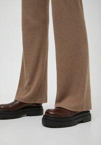 PULL&BEAR - Trousers - mottled beige - 6
