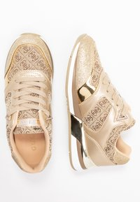 Guess - MOTIV - Sneakers laag - beige/light brown - 3