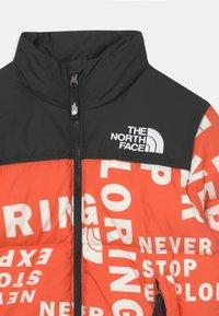 The North Face - PRINTED RETRO NUPTSE UNISEX - Down jacket - red orange - 2